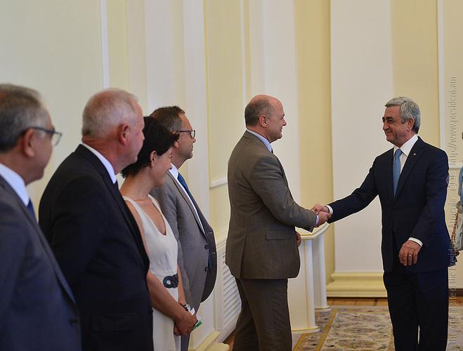 Серж Саргсян: Армения высоко ценит сбалансированный подход Франции по Карабаху