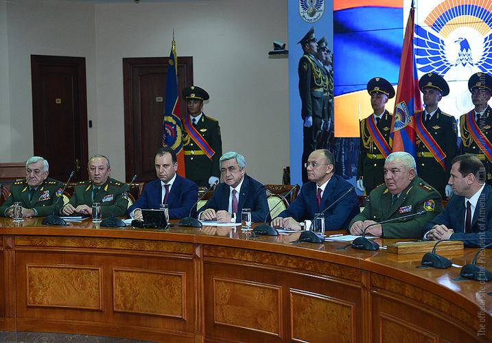 Серж Саргсян представил нового министра обороны и начальника Главного штаба