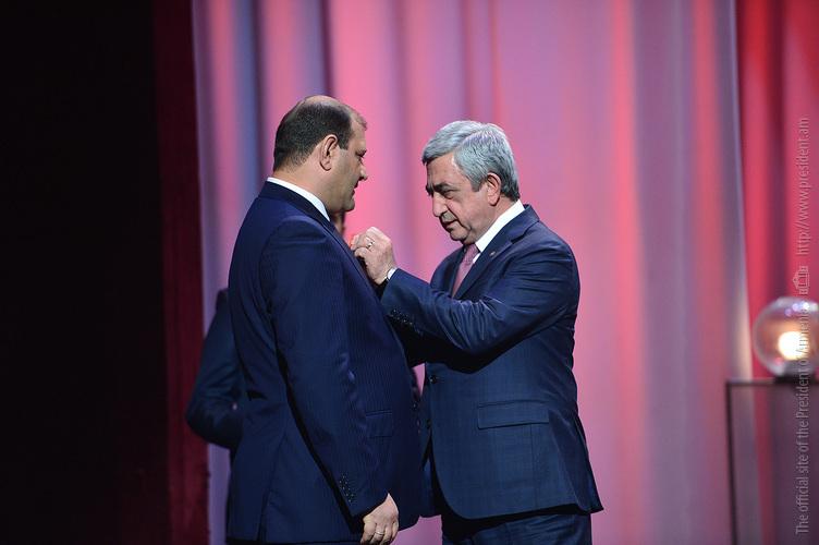 Серж Саргсян наградил мэра Еревана медалью 1-й степени