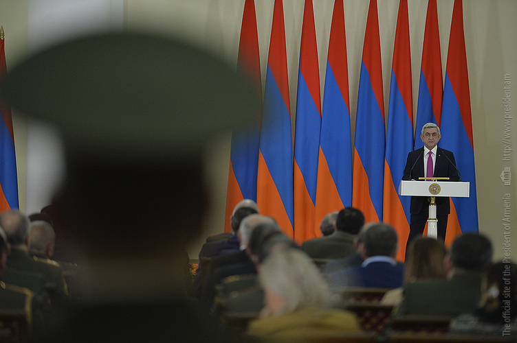 Серж Саргсян вручил награды ко Дню армии