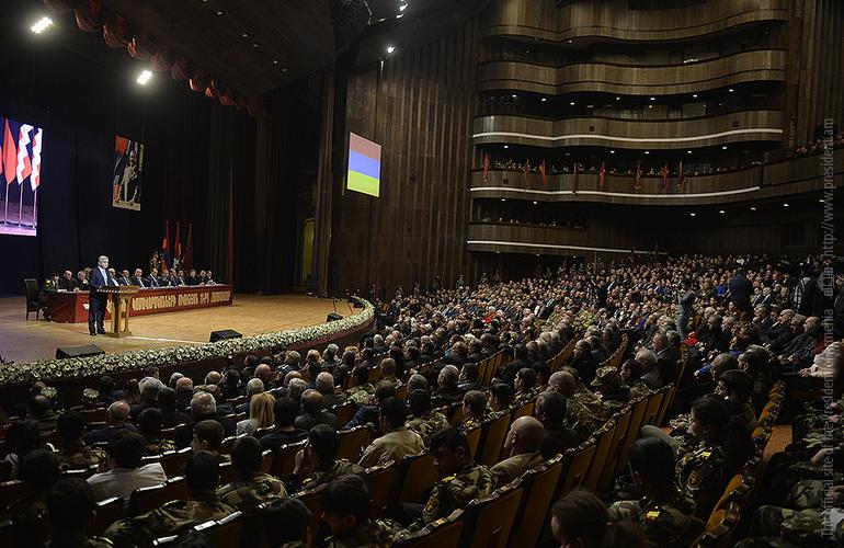 Президент Армении С. Саргсян: Все провокации Азербайджана встретят достойный отпор, призываю держать порох сухим
