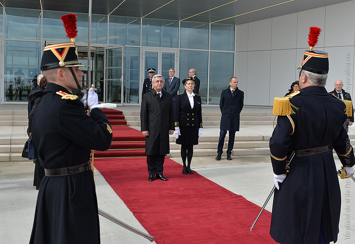 Президент Армении Серж Саргсян по приглашению Франсуа Олланда прибыл во Францию
