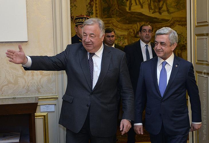 Серж Саргсян сделал запись в Книге почетных гостей Сената Франции