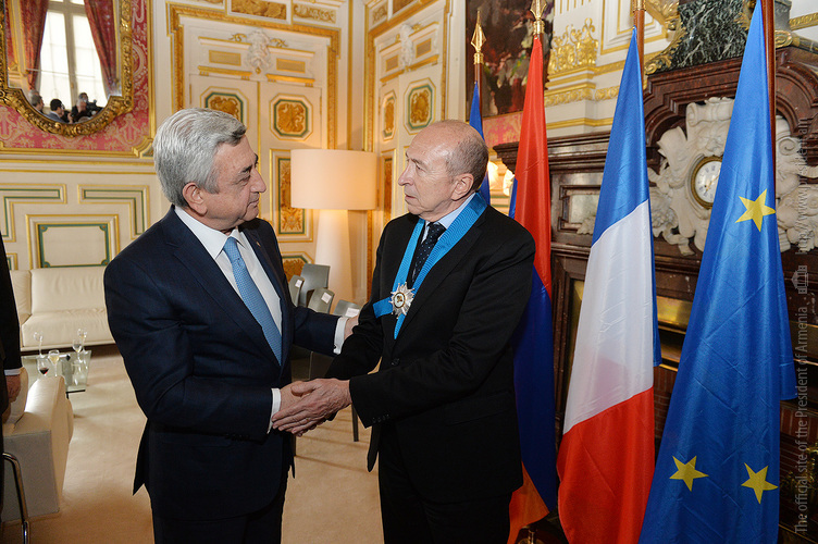 Президент Армении наградил мэра Лиона