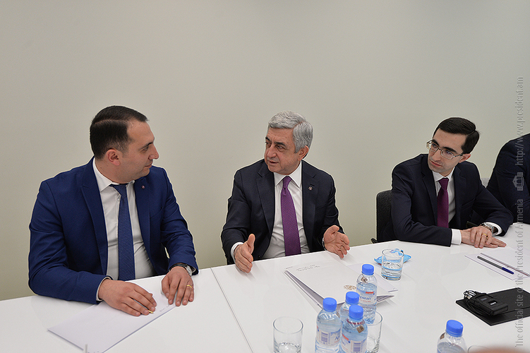 Молодые ученые заверили президента Армении: Из года в год научная деятельность становится для них все более привлекательной