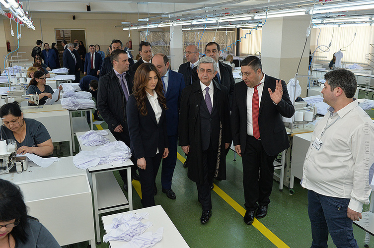 Серж Саргсян побывал на текстильном предприятии «Алекс Текс»