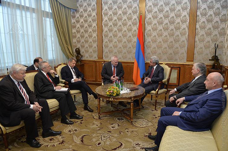 Серж Саргсян обсудил с сопредседателями МГ ОБСЕ ситуацию на линии соприкосновения