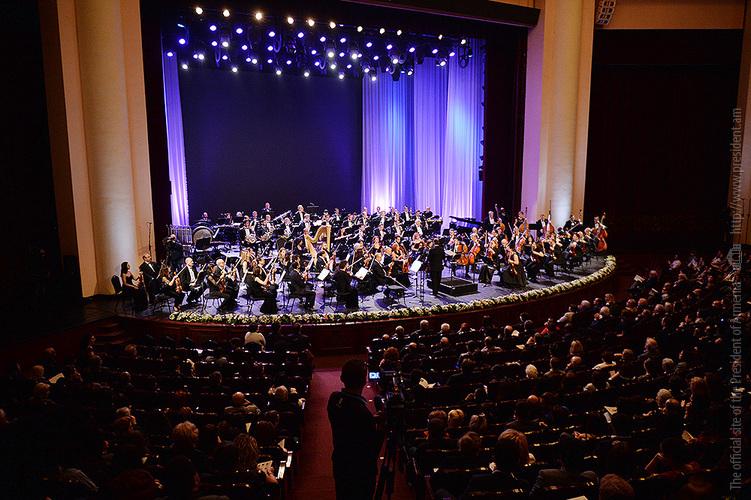 Серж Саргсян присутствовали на первом концерте Всеармянского оркестра
