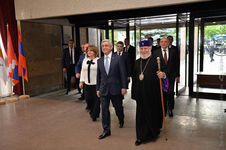 Президенты Армении и Арцаха присутствовали на торжественном вечере, посвящённом 25-летию Всеармянского фонда «Айастан»