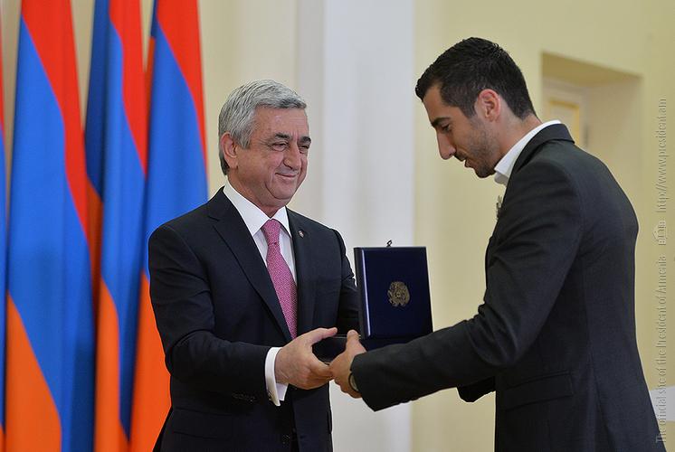 Генрих Мхитарян награжден медалью «За заслуги перед Отечеством» I степени