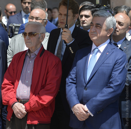 Նախագահ Սերժ Սարգսյանը ներկա է գտնվել Շառլ Ազնավուրի տուն-թանգարանի բանալու հանձնման արարողությանը