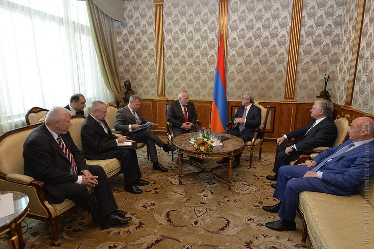 Серж Саргсян обсудил с сопредседателями МГ ОБСЕ ситуацию на передовой и недавние инциденты