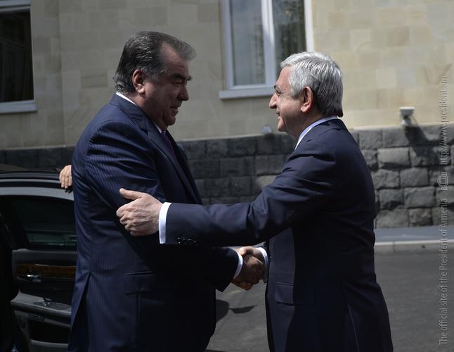 Эмомали Рахмон пригласил армянские компании участвовать в проектах в Таджикистане