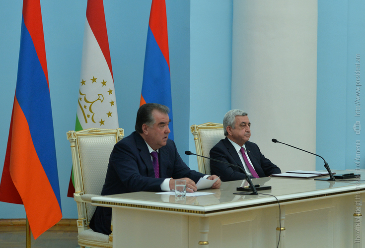 Армения и Таджикистан выступают за скорейшее и мирное урегулирование карабахского конфликта: совместное заявление по итогам визита Э. Рахмона