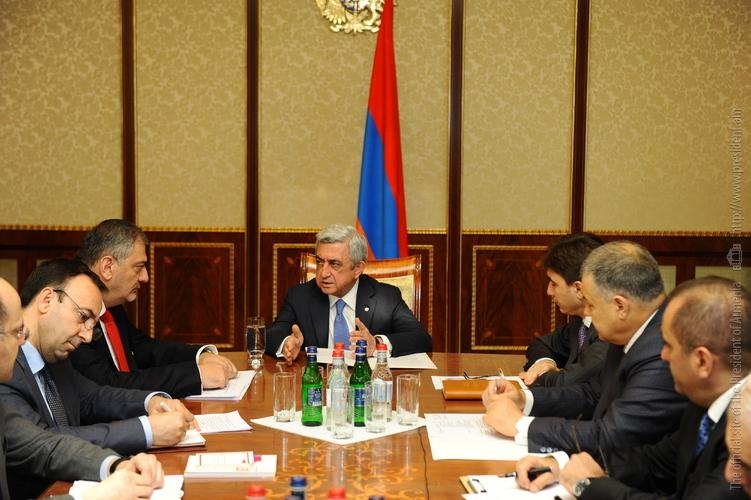 Серж Саргсян провел совещание по вопросу подготовки законопроектов о гражданской службе