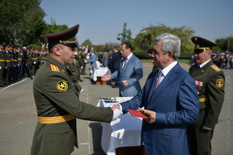 Серж Саргсян: Военная служба закаляет новый образ гражданина Армении