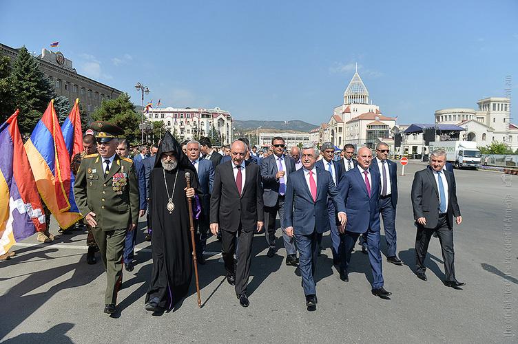 Президенты Армении и Арцаха приняли участие в праздничных мероприятиях по случаю 26-летия НКР