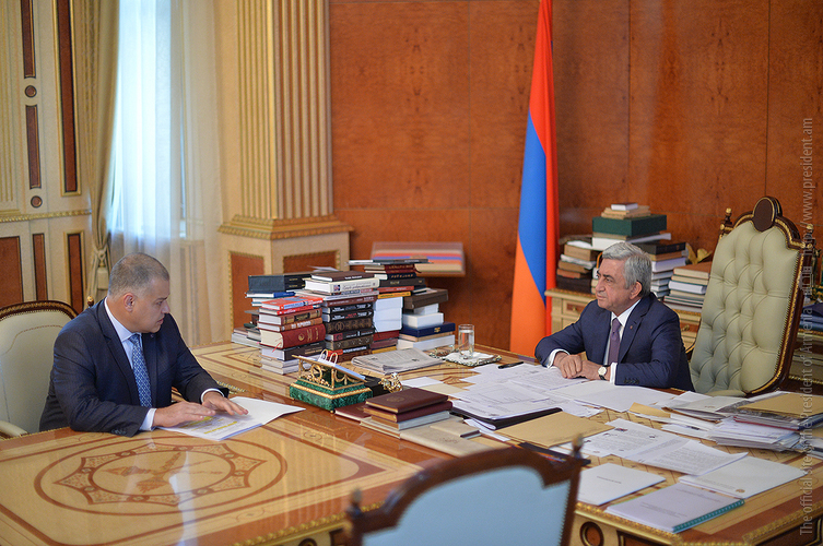 Серж Саргсян поручил главе Минюста ускорить процесс принятия законопроектов, исходящих из конституционной реформы