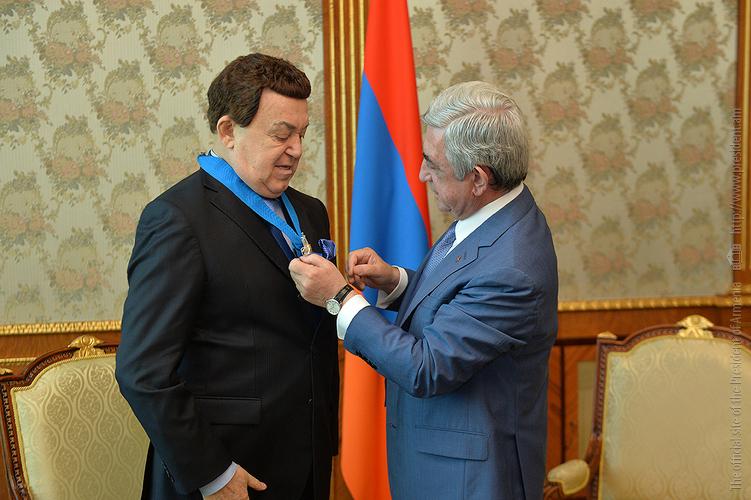 Серж Саргсян наградил Иосифа Кобзона Орденом Почета