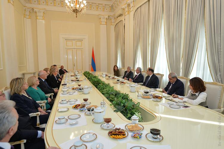 Серж Саргсян встретился с участниками международного форума, посвященного роли конституционных судов