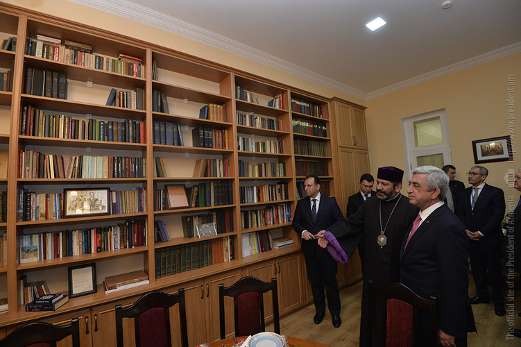 Серж Саргсян посетил научно-культурный центр «Дом Ованнеса Туманяна»