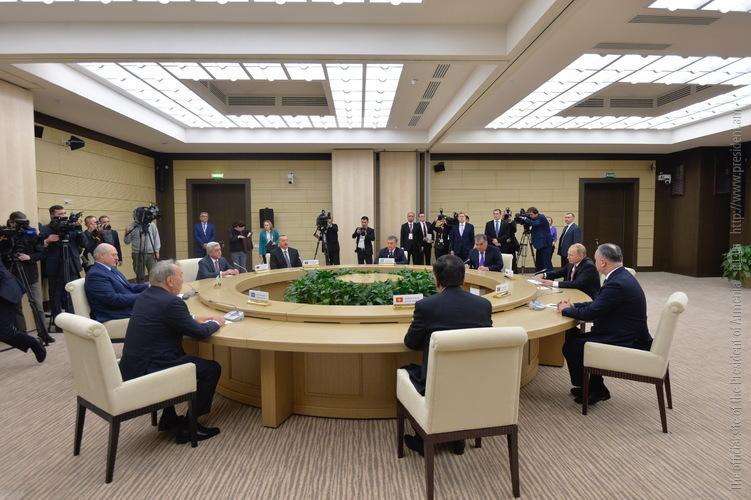 Серж Саргсян принял участие в неофициальной встрече глав государств членов СНГ