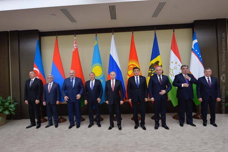 Серж Саргсян пожелал успехов президенту Таджикистана в связи с принятием председательства в СНГ в 2018 году