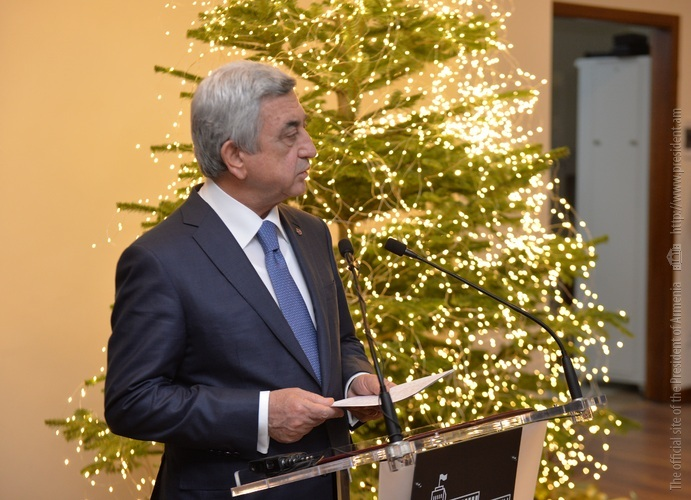 Серж Саргсян поздравил сотрудников МИД с новогодними праздниками