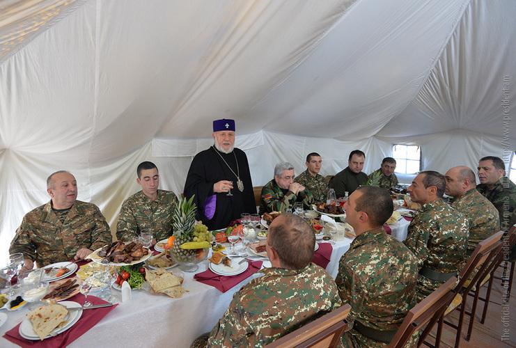Серж Саргсян поздравил военнослужащих армянской армии с наступающим Новым Годом