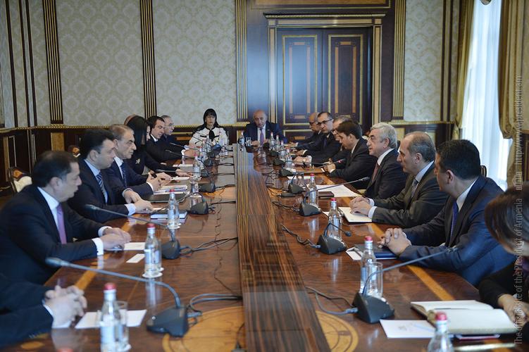 Серж Саргсян обсудил с членами Совета парламента вопросы по переходу к парламентской системе правления