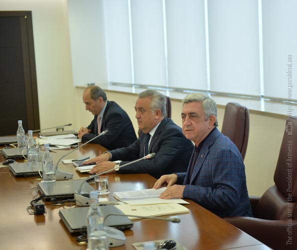 Серж Саргсян провел совещание с участием руководства Центрального банка