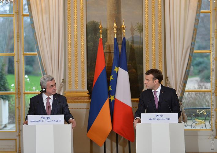 Макрон: Карабахский конфликт не является замороженным, и Франция следит за урегулированием совместно с Россией и США