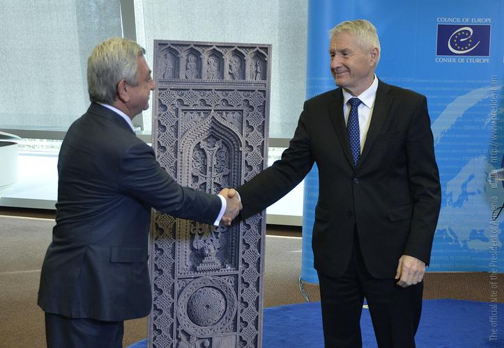 Установление хачкара в Страсбурге: президент Армении и генсек СЕ выступили с конкретными политическими месседжами