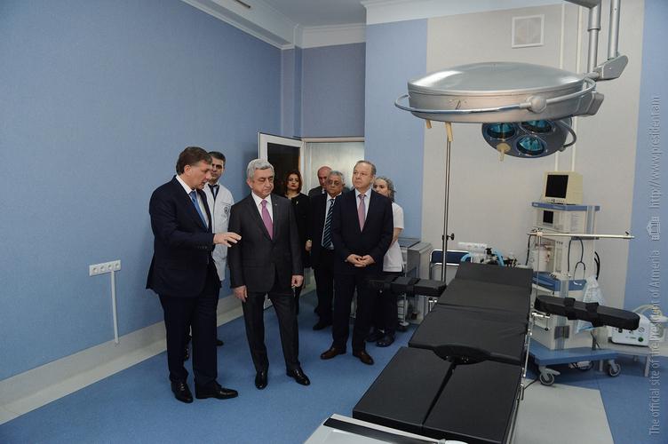 Серж Саргсян посетил модернизированный Центр онкологии имени Фанарджяна