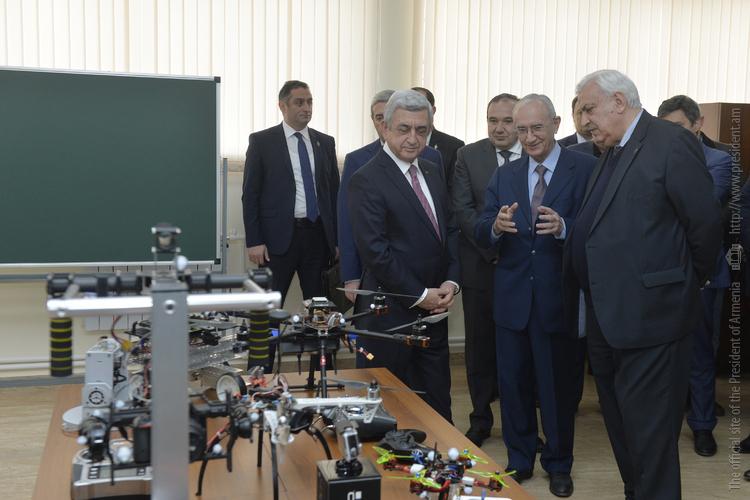 Серж Саргсян посетил научно-исследовательский центр воздушной робототехники в Ереване