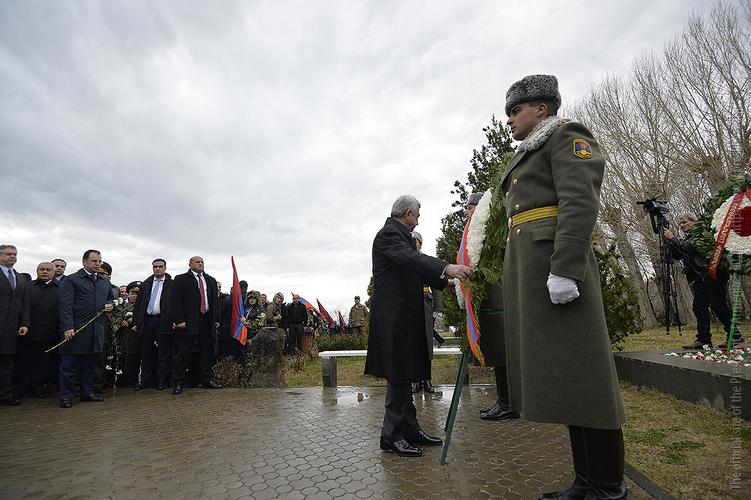 Серж Саргсян посетил воинский пантеон «Ераблур»