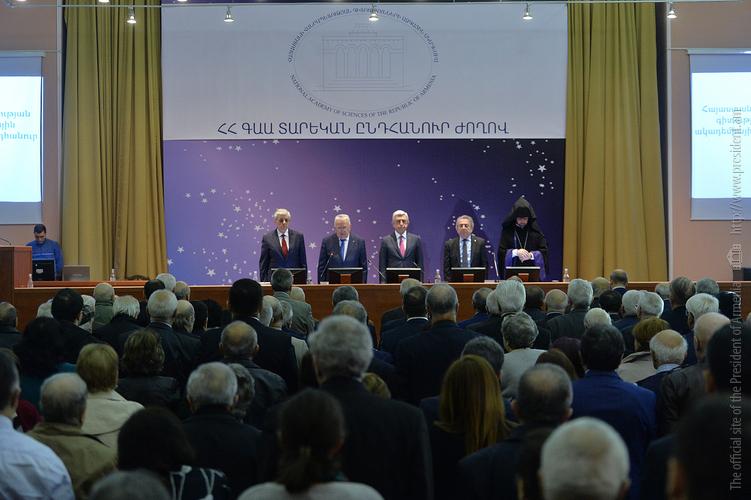 Серж Саргсян заявил о важности смены поколений в науке