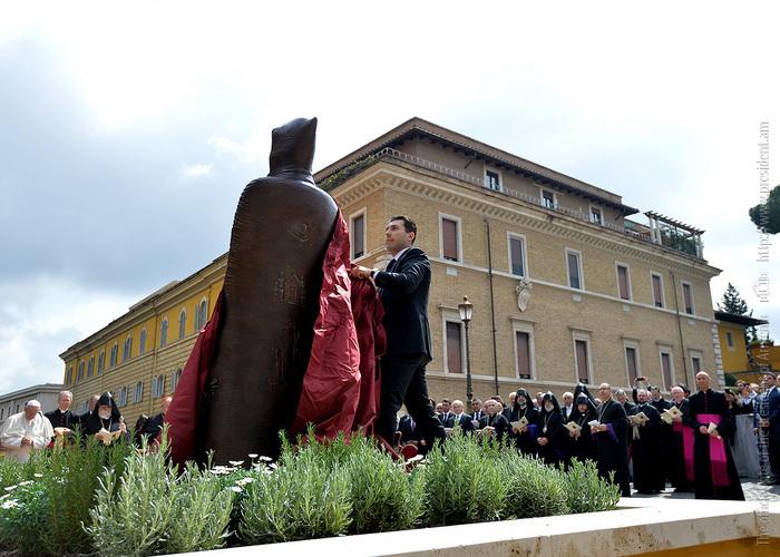 Посол М. Минасян: Верю, что скульптура Нарекаци в Ватикане станет любимым памятником христиан всего мира