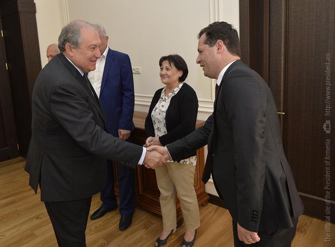 Президент Армении Армен Саркисян встретился с бывшими сотрудниками завода «Наирит»