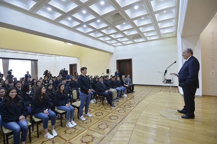 Президент Армении принял учеников лицея Роз и Алек Пилипос