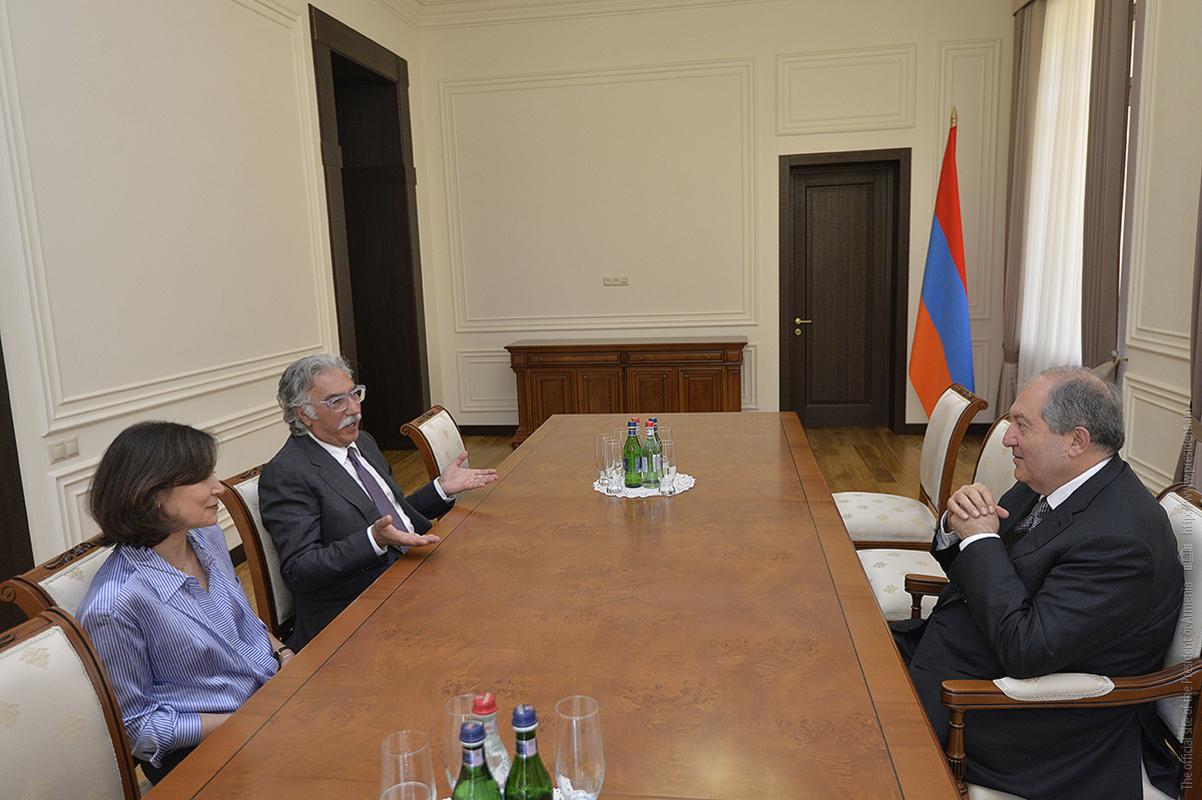 Президент Армении Армен Саркисян принял основателей «Образовательного фонда Симонян»
