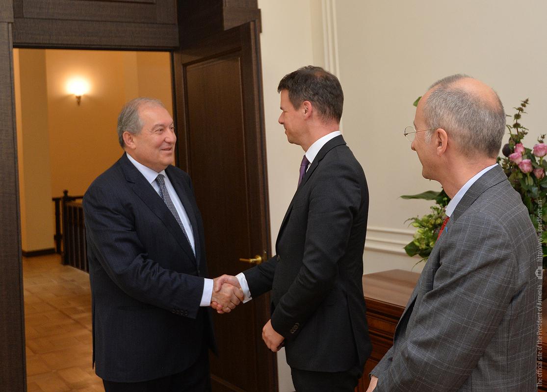 Армен Саргсян обсудил с послом Франции предстоящий государственный визит Макрона в Ереван