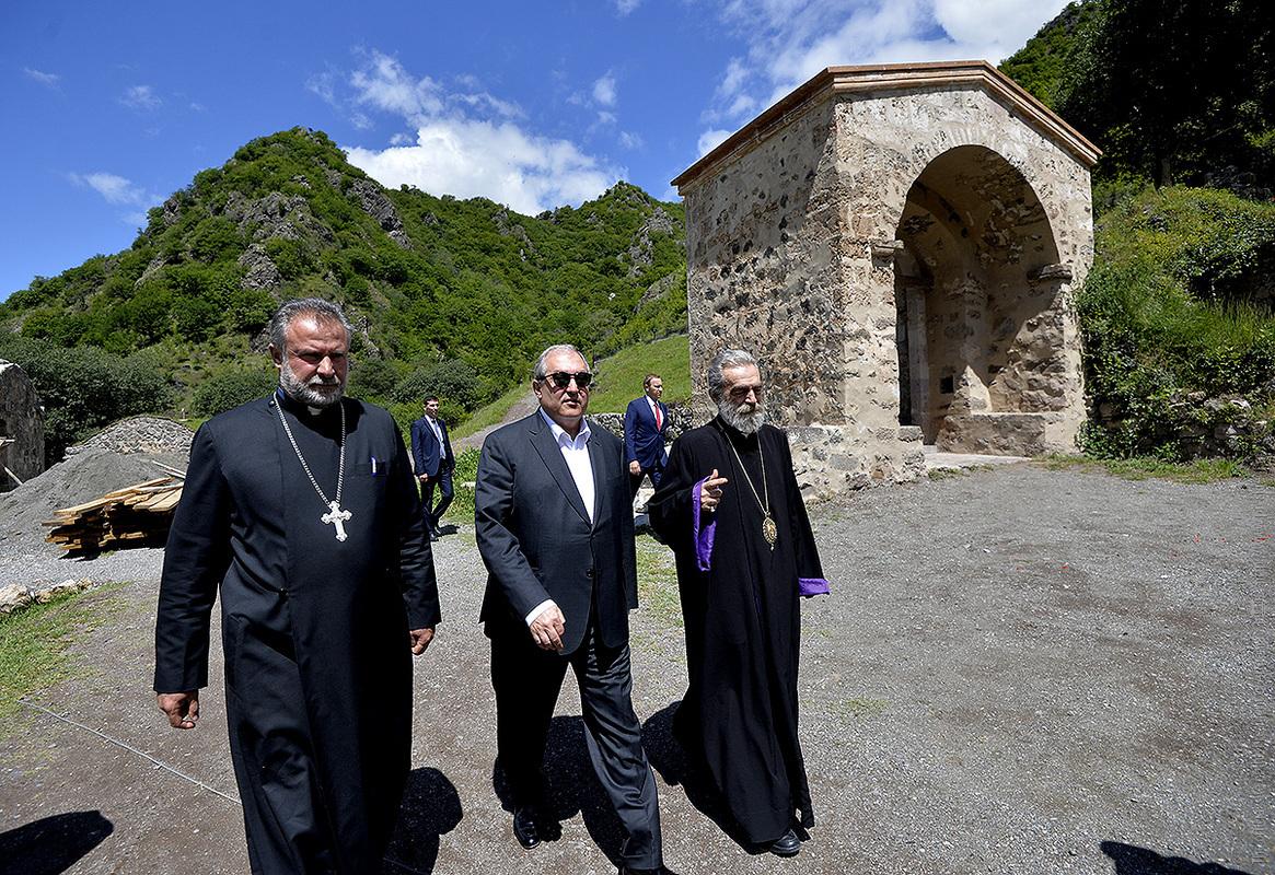 Президент Армении Армен Саркисян посетил монастырь Дадиванк в Арцахе