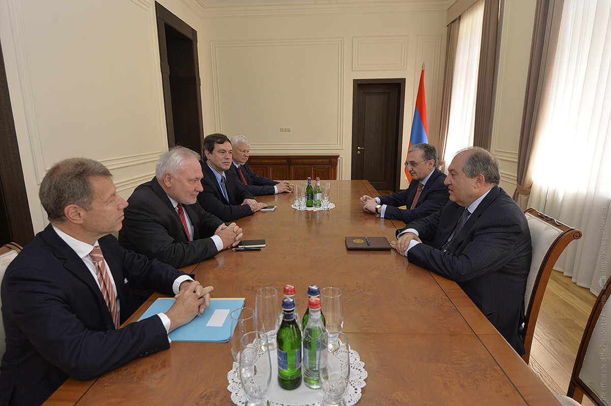 Армен Саркисян: Армения продолжит усилия по мирному урегулированию карабахского конфликта