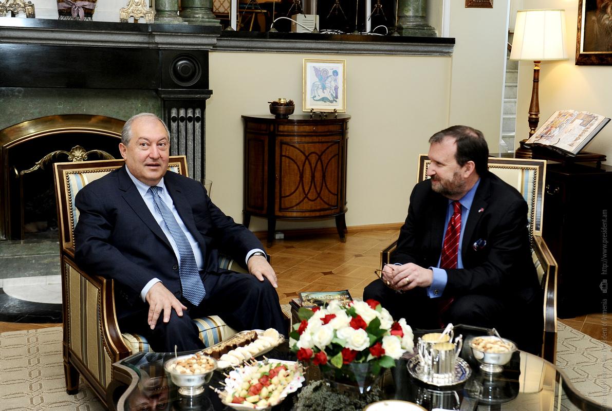 Президент Армении Армен Саркисян посетил посольство США в Ереване