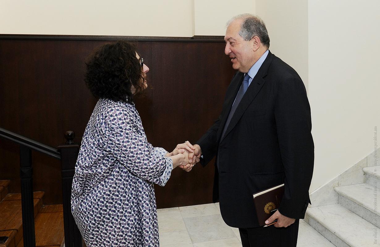 Президент Армении встретился с актрисой Арсине Ханджян