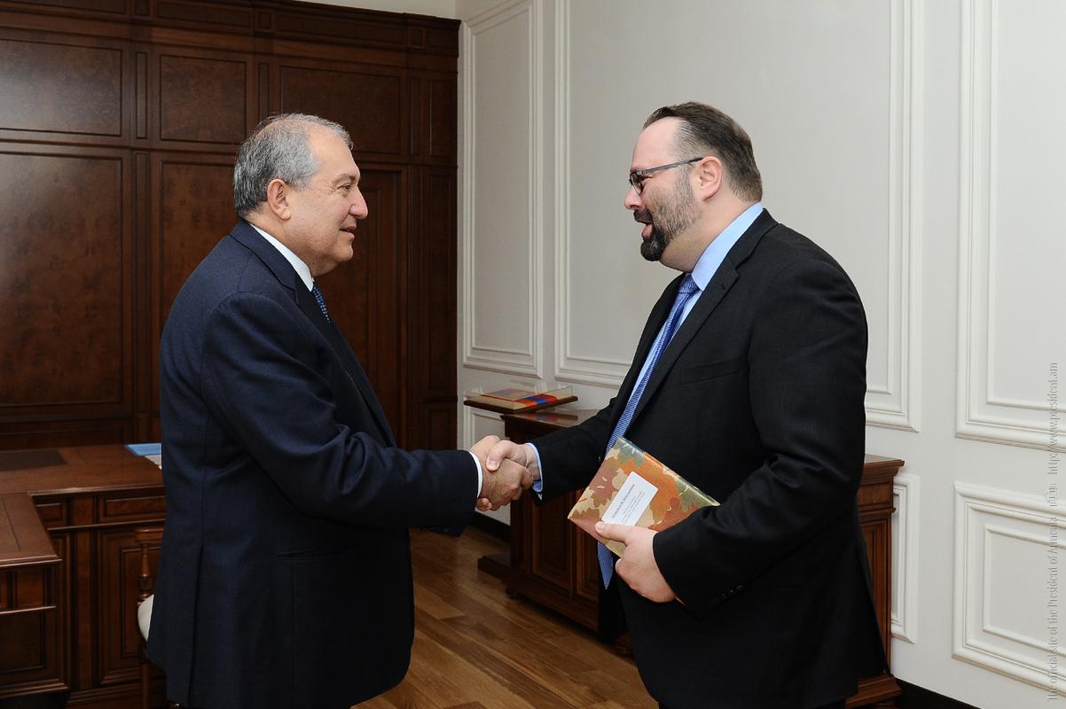 Президент Армении обсудил с послом Канады перспективы развития двустороннего сотрудничества