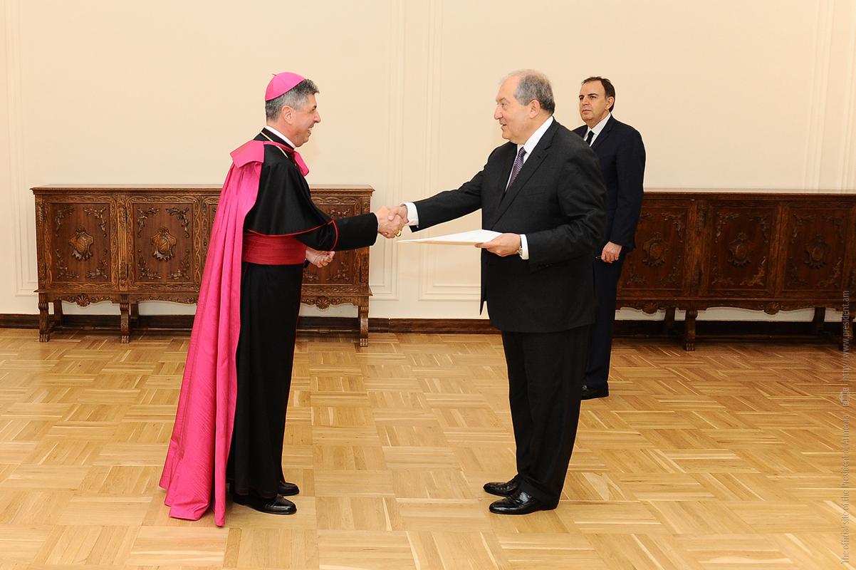 Президент Армен Саркисян рассказал, почему хорошо знаком с богатой историей и повесткой дня армяно-ватиканских отношений