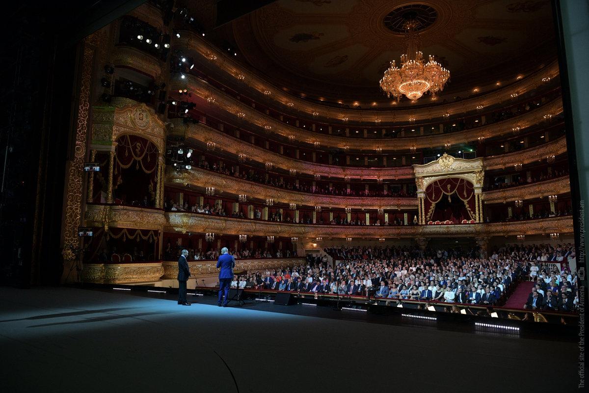Президент Армении присутствовал в Москве на гала-концерте в честь завершения ЧМ-2018