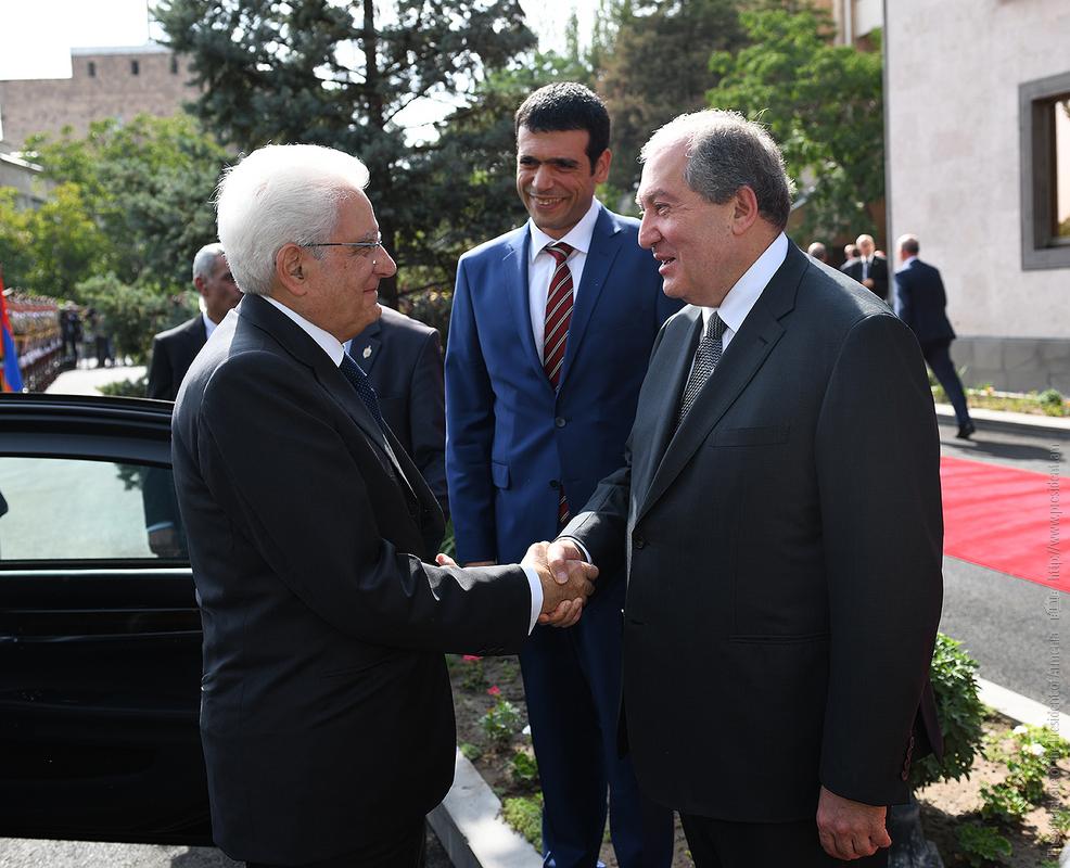 Состоялась официальная церемония встречи прибывшего в Армению с государственным визитом президента Италии